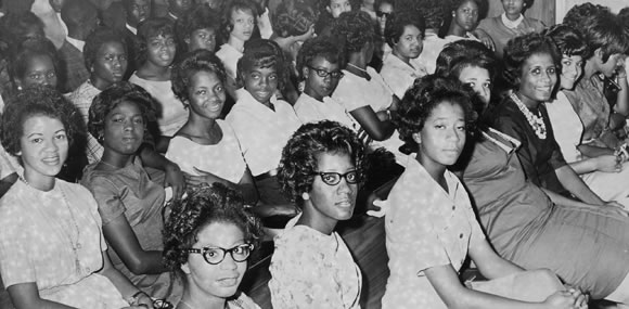 famu-women-protest-in-courthouse-early-1960s