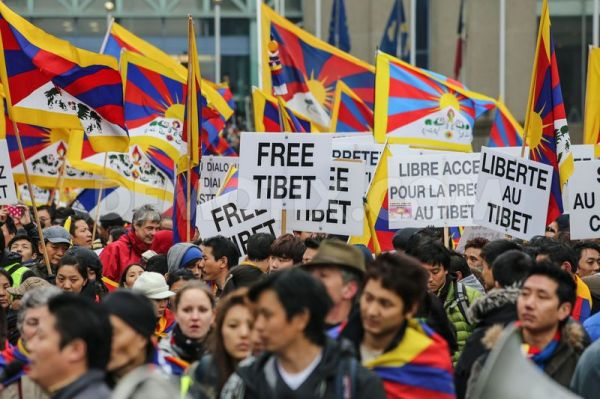 1362939277-5000-people-gather-for-free-tibet-demonstration-in-brussels_1860909